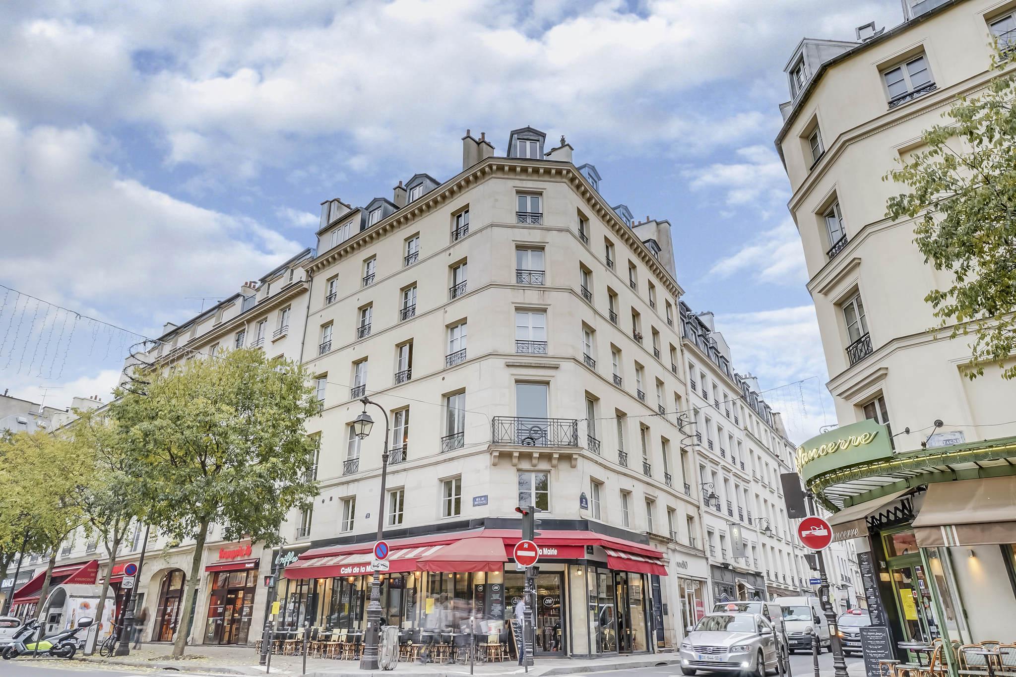 #Vendu-Vue dégagée-Rue des archives angle rue de Bretagne-Paris 3